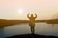 Mulheres felizes da silhueta no por do sol Imagens de Stock Royalty Free