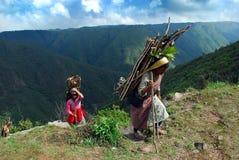 MULHERES INDIANAS DA VILA fotografia de stock