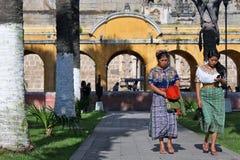 Mulheres indianas novas no traje tradicional Fotos de Stock