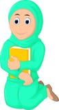 Mulheres muçulmanas do sorriso que rezam com aperto de um livro ilustração stock