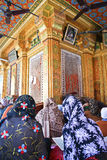 Mulheres muçulmanas em um santuário de Nizamuddin Imagens de Stock