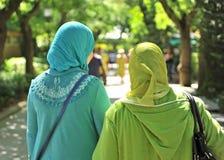 Mulheres muçulmanas vendadas fotografia de stock