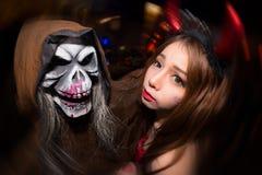 Mulheres não identificadas cosplay no festival de Dia das Bruxas Fotografia de Stock Royalty Free