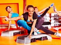 Mulheres na classe de ginástica aeróbica. Fotos de Stock Royalty Free