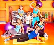 Mulheres na classe de ginástica aeróbica. Foto de Stock Royalty Free