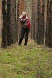 Mulheres na floresta imagem de stock royalty free
