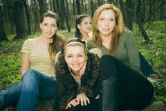Mulheres na floresta Fotos de Stock Royalty Free