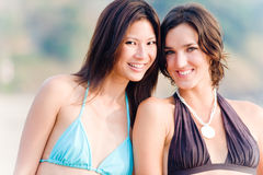 Mulheres na praia foto de stock royalty free