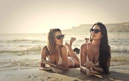 Mulheres na praia Imagem de Stock