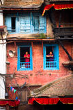 Mulheres nepalesas sobre a vista de Durbar quadrado, Kathmandu, Nepal Imagem de Stock Royalty Free