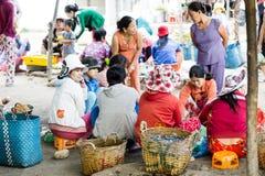 Mulheres no mercado de peixes de SaiGon em Vietname Fotografia de Stock