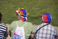 mulheres nos chapéus com símbolos do russo foto de stock