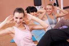 Mulheres novas alegres que elaboram Imagens de Stock