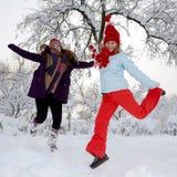 Mulheres novas ao ar livre no inverno Imagens de Stock Royalty Free