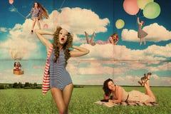 Mulheres novas da beleza no prado Fotografia de Stock Royalty Free