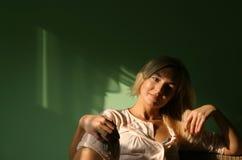 Mulheres novas na HOME fotografia de stock royalty free