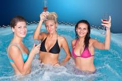 Mulheres novas no Jacuzzi Imagem de Stock Royalty Free
