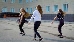 Mulheres que executam a dança do jazz filme