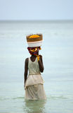 Mulheres que pescam no mosambique Fotografia de Stock Royalty Free