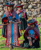 Mulheres que tecem o Peru peruano de Andes Cuzco foto de stock