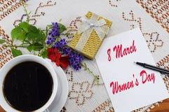 Mulheres ` s dia o 8 de março feliz, felicitações o 8 de março Fotos de Stock Royalty Free