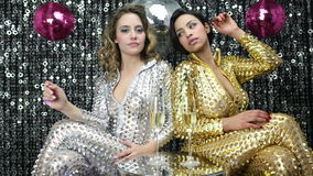 2 mulheres 'sexy' do partido filme