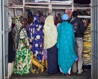 Mulheres tradicionalmente vestidas no açougue Harar etiópia Fotos de Stock