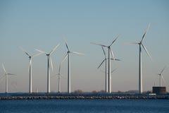 Mulini di vento, porto di Copenhaghen, Danimarca immagine stock libera da diritti