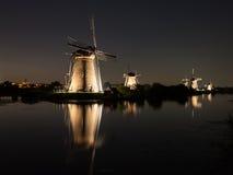 Mulini a vento accesi alla notte Fotografia Stock Libera da Diritti