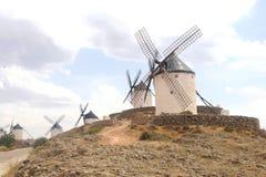 Mulini a vento di Don Quichot in La Mancha, Spagna fotografie stock