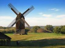 Mulini a vento di legno fotografia stock libera da diritti