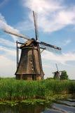 Mulini a vento olandesi in campagna Fotografie Stock Libere da Diritti