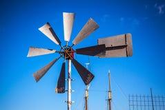 Mulini a vento olandesi con cielo blu Fotografia Stock Libera da Diritti