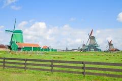 Mulini a vento olandesi con in Zaanse Schans Fotografia Stock Libera da Diritti
