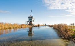 Mulini a vento olandesi nella stagione di autunno Fotografia Stock