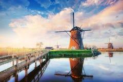 Mulini a vento olandesi tradizionali dal canale Rotterdam l'olanda Fotografie Stock Libere da Diritti