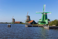 Mulini a vento olandesi tradizionali in Zaanse Schans, Amsterdam, Paesi Bassi Fotografia Stock Libera da Diritti