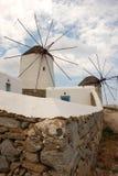 Mulini a vento su Mykonos Immagini Stock
