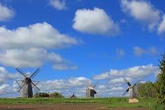 Mulini a vento sulla collina Fotografia Stock Libera da Diritti