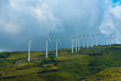 Mulini a vento sulla montagna immagine stock