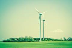 Mulini a vento verdi di energia nel bello paesaggio Fotografia Stock