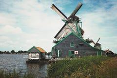 Mulini a vento in Zaanse Schans netherlands immagini stock