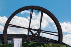 Mulino circolare della ruota della struttura a forma di: Desig architettonico moderno fotografia stock libera da diritti