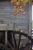 Mulino del grano da macinare con la ruota idraulica Fotografie Stock Libere da Diritti