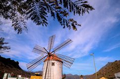 Mulino di vento d'annata Fotografia Stock Libera da Diritti