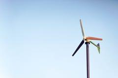 Mulino di vento per la produzione dell'elettricità Fotografia Stock Libera da Diritti