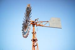 Mulino di vento per la produzione dell'elettricità Fotografie Stock Libere da Diritti