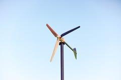Mulino di vento per la produzione dell'elettricità Immagini Stock