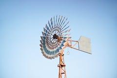 Mulino di vento per la produzione dell'elettricità Fotografia Stock