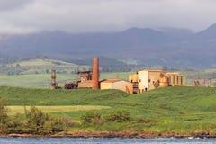 Mulino di zucchero abbandonato sulla costa di Kauai Fotografie Stock Libere da Diritti